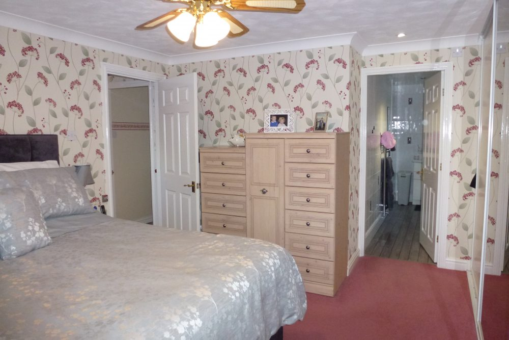 bedroom 1 pic 2